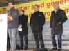 Rainer Schmeltzer eröffnete die Kundgebung – hinten vl.: Willi Stodollick, Gürbüz Demirhan (Lüner Integrationsrat), Michael Stachel (stellv. Superintendant des Ev. Kirchenkreis Dortmund), Thorsten Wagner (Antenne Unna)!